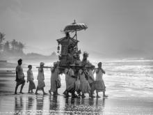 Upacara Di Pantai by Yoga Raharja