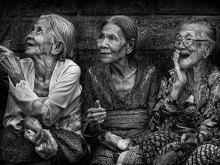 Tiga Sahabat by Yoga Raharja