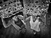 Gadis - Gadis Pembawa Bakul by Yoga Raharja